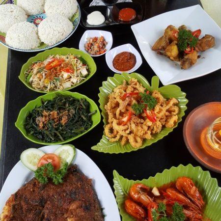Hidangan Ala Bale Bengong Family Restaurant